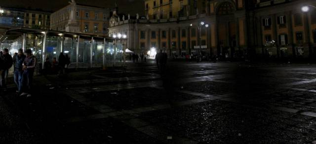 20100117_napoli_dante_piazza_serale_sito